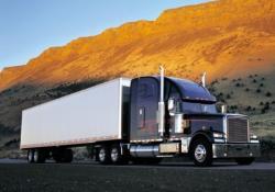 Freightliner Classic с американским полуприцепом рефрежератором